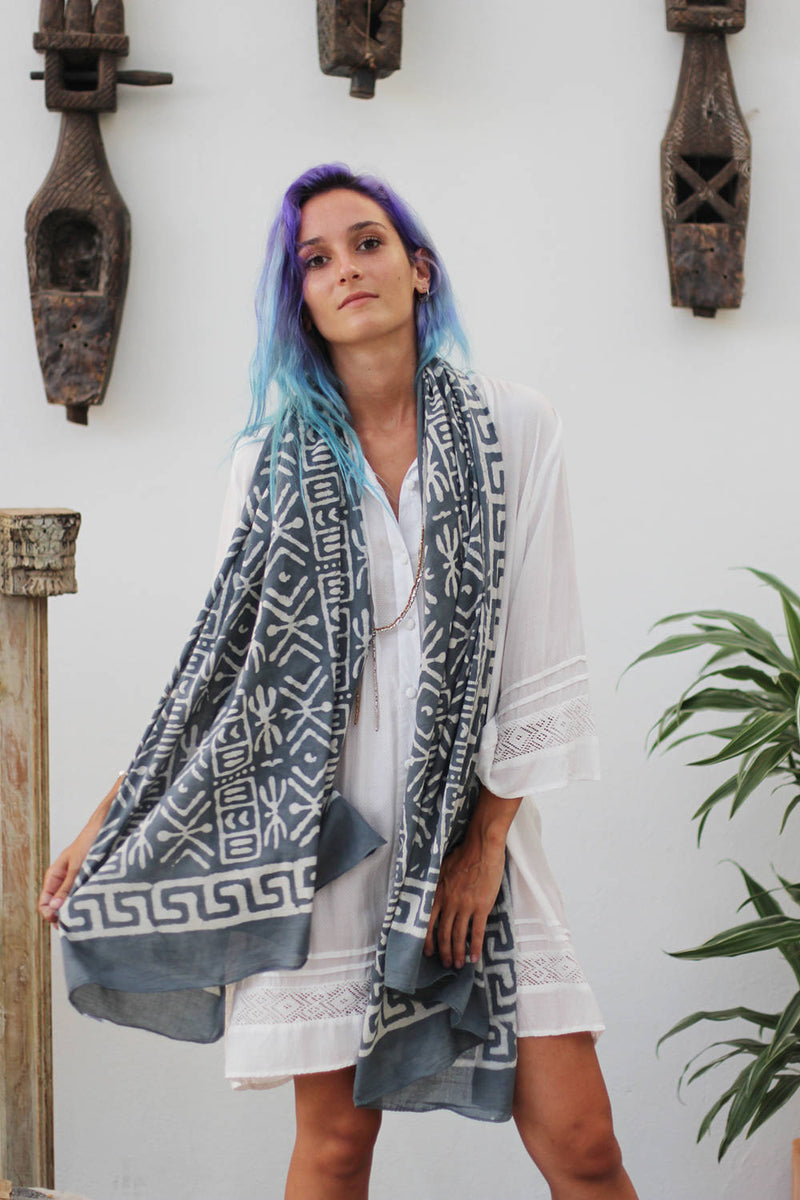 SHIRA SCARF AFRICA GREY AND WHITE