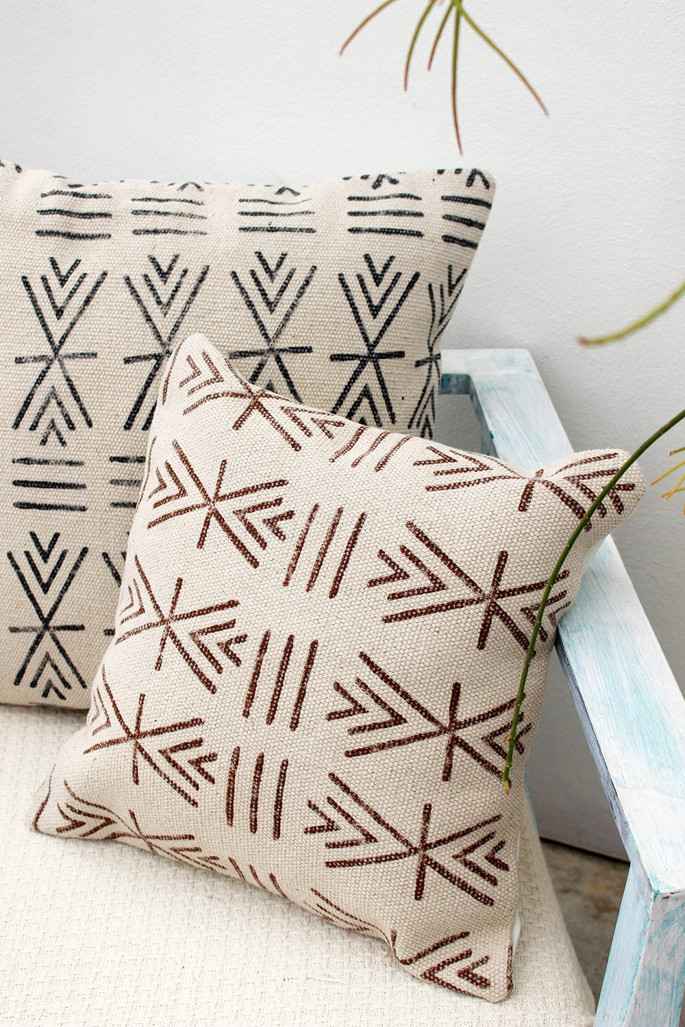 MADAGASCAR SQUARE DECORATIVE CUSHION COVER