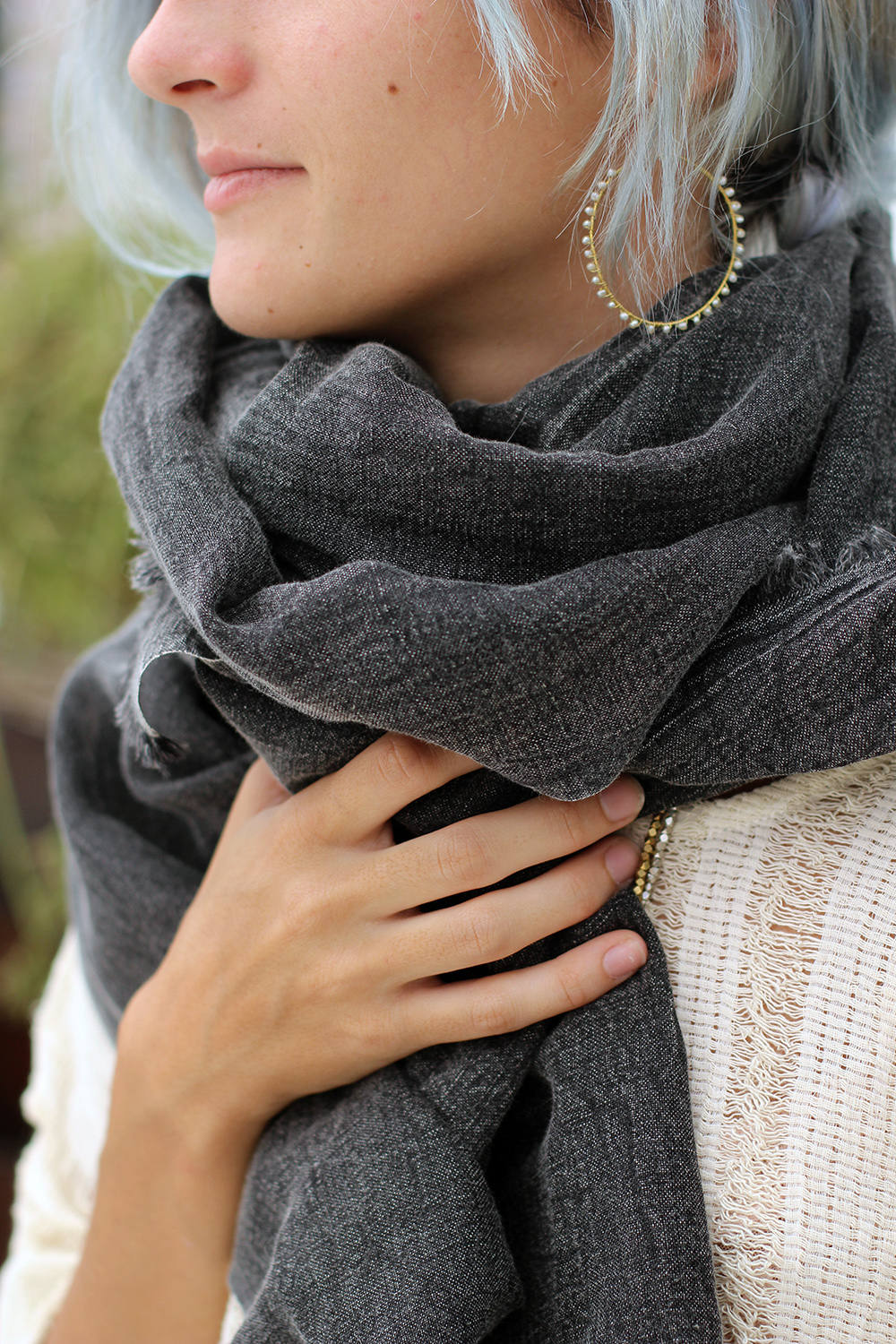 IZZY SCARF DISTRESSED BLACK