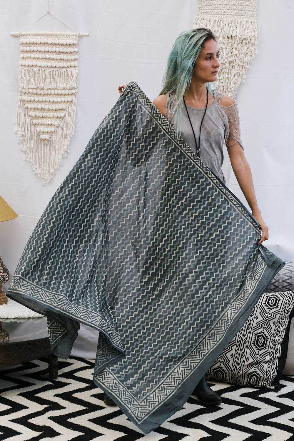 SHIRA SCARF SMALL ZIGZAG DARK GREY