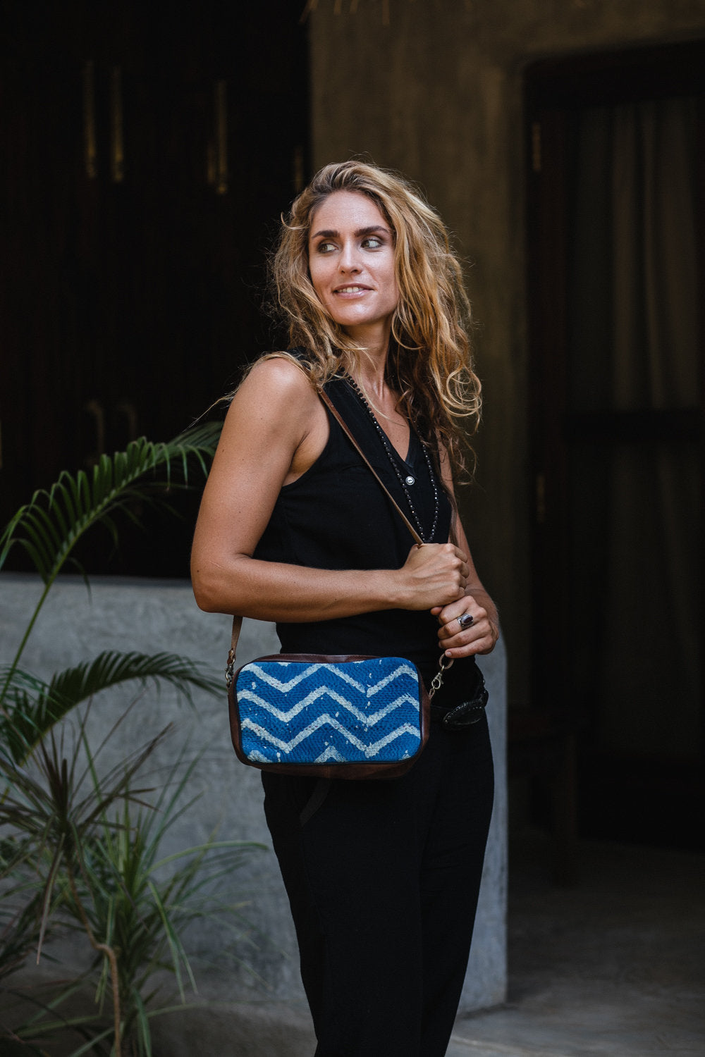 OPHELIA CROSSBODY HANDBAG INDIGO AND WHITE