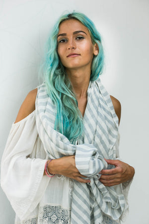 GONNI SCARF WHITE AND GREY
