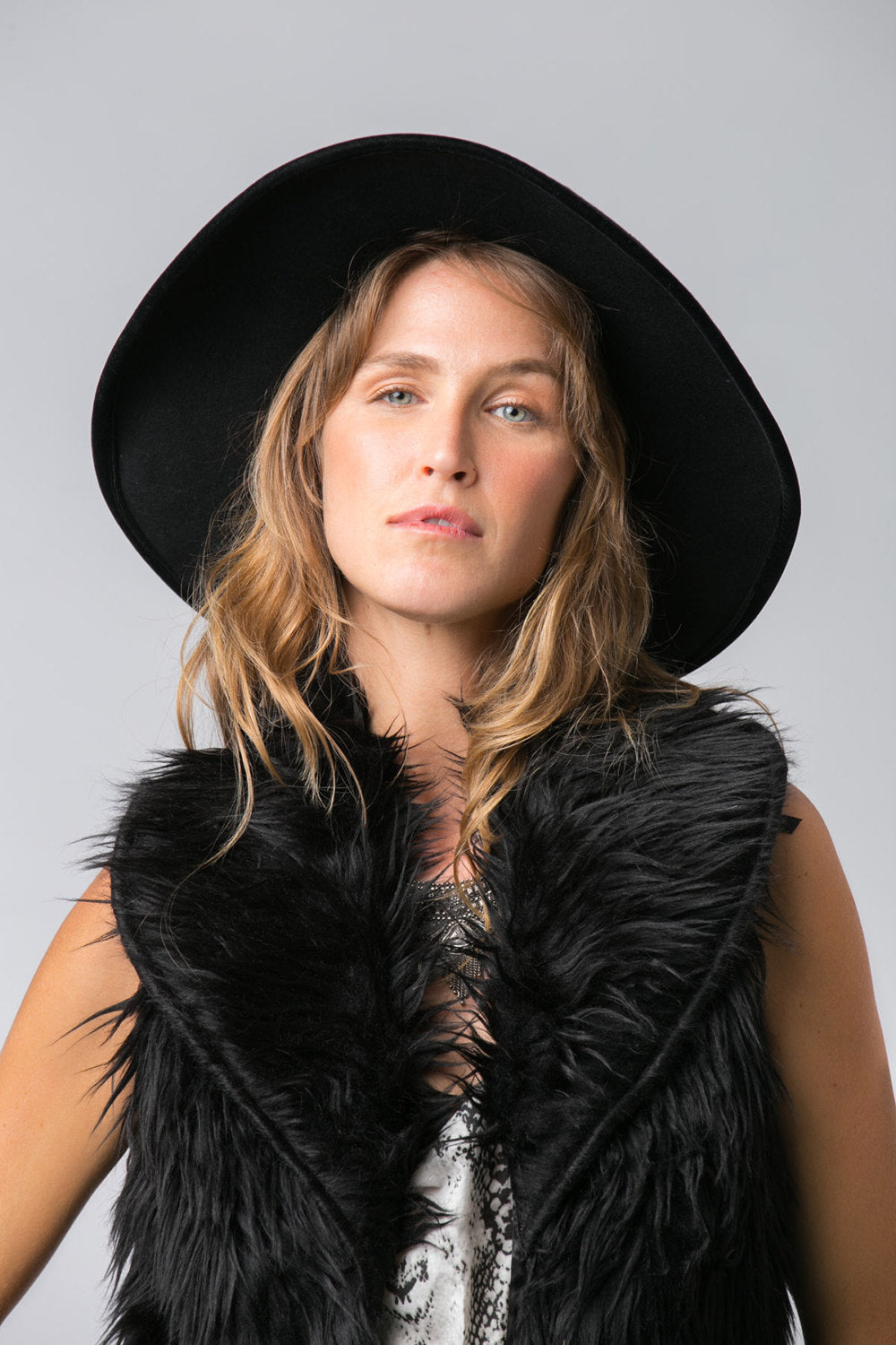 MITCHELL FAUX FUR VEST BLACK