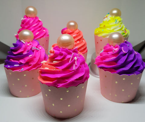 Delicious Cupcake Bath Bombs