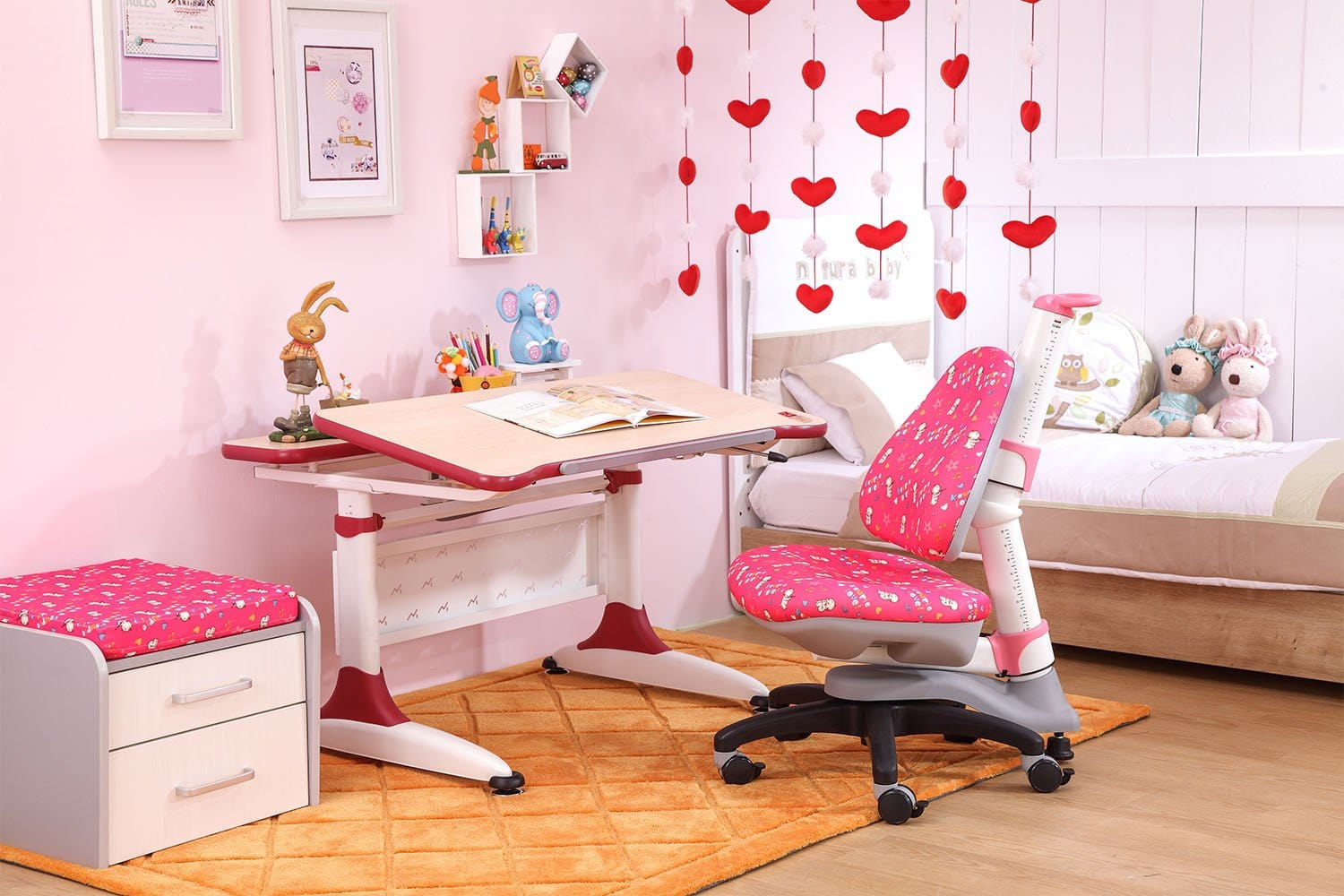 Palette Desk + Cupid Chair