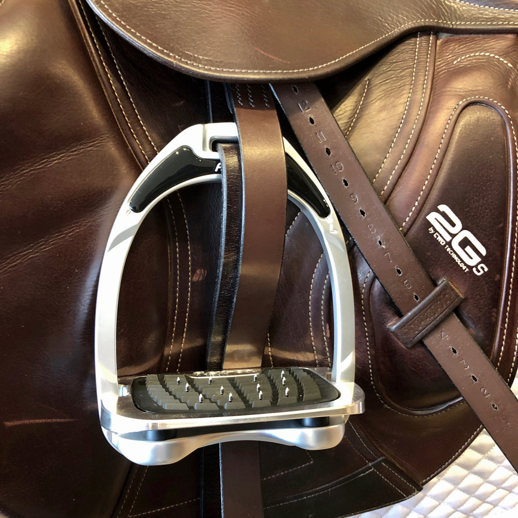 Flex-On Aluminum Inclined Ultra-Grip Stirrup on Saddle