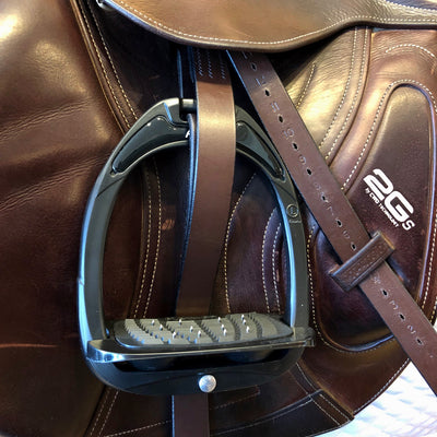Flex-On Green Composite Inclined Ultra-Grip Stirrup on Saddle