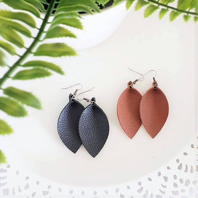 Earrings / Leaf / Medium