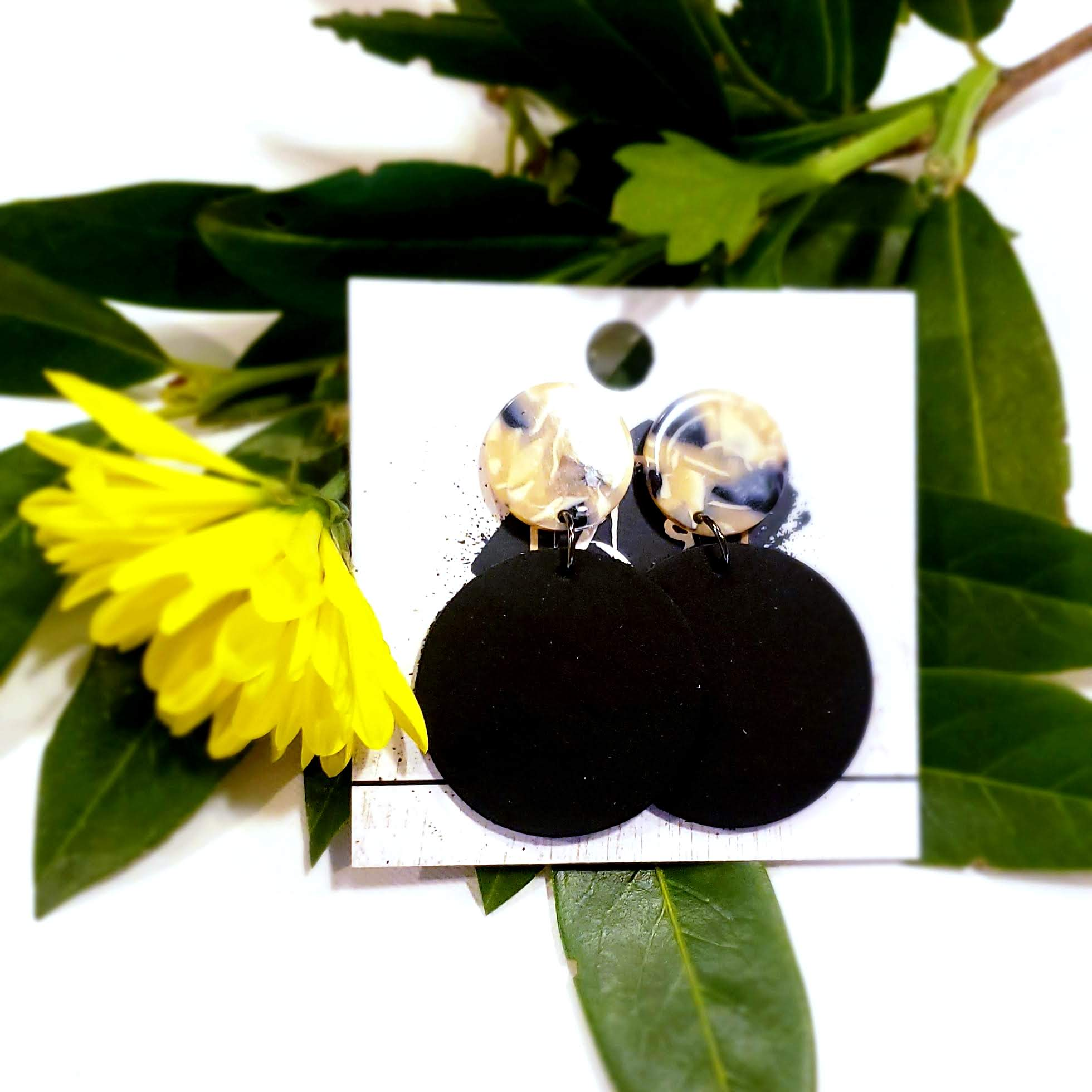 Acrylic & Leather Disc Earrings / Black Pearl / Leather Earrings / Acrylic Earrings / Retro Earrings