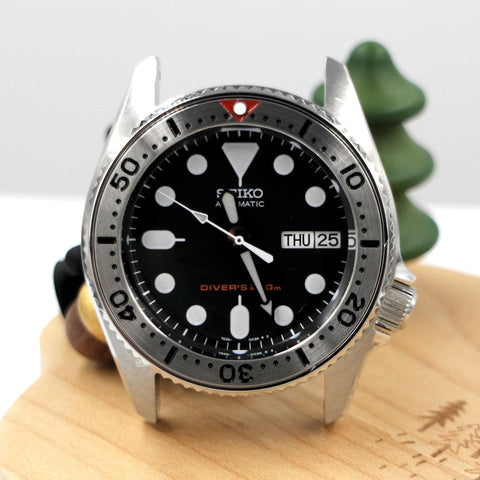 SKX013 BGW9 Lumed Steel Bezel Insert - Red SKX by Lucius Atelier | SEIKO Mod Parts