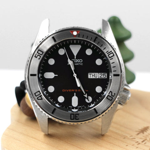 SKX013 BGW9 Lumed Steel Bezel Insert - Red Submariner by Lucius Atelier | SEIKO Mod Parts