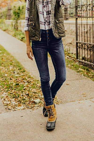 low-rise-slim-fit-button-fly-frayed-hem-on-trend-plain-denim-jeans
