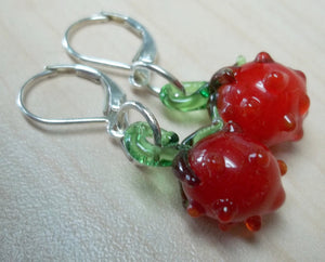strawberry bead earrings,strawberry earrings,Red glass lamp-work strawberry bead earrings,red earrings,red,latch back earrings