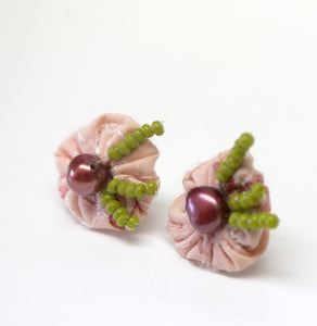 burgundy fresh water pearl stud earrings,burgundy yoyo earrings,peach cotton yoyo pearl stud earrings,moss green seed beads,pearl studs