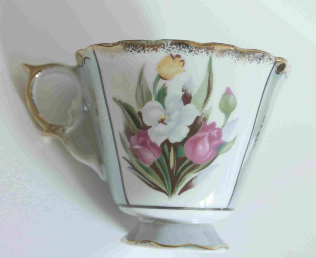 vintage opalescent sage porcelaine japanese Tea cup,tulip design,scalloped gold edges,green sage section with gold designs,gold handle