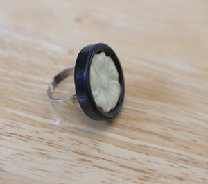 "button ring,cream flower dark brown resin adjustable 1"" button ring,brown/cream button ring,silver adjustable ring,woman,teen,costume ring,"