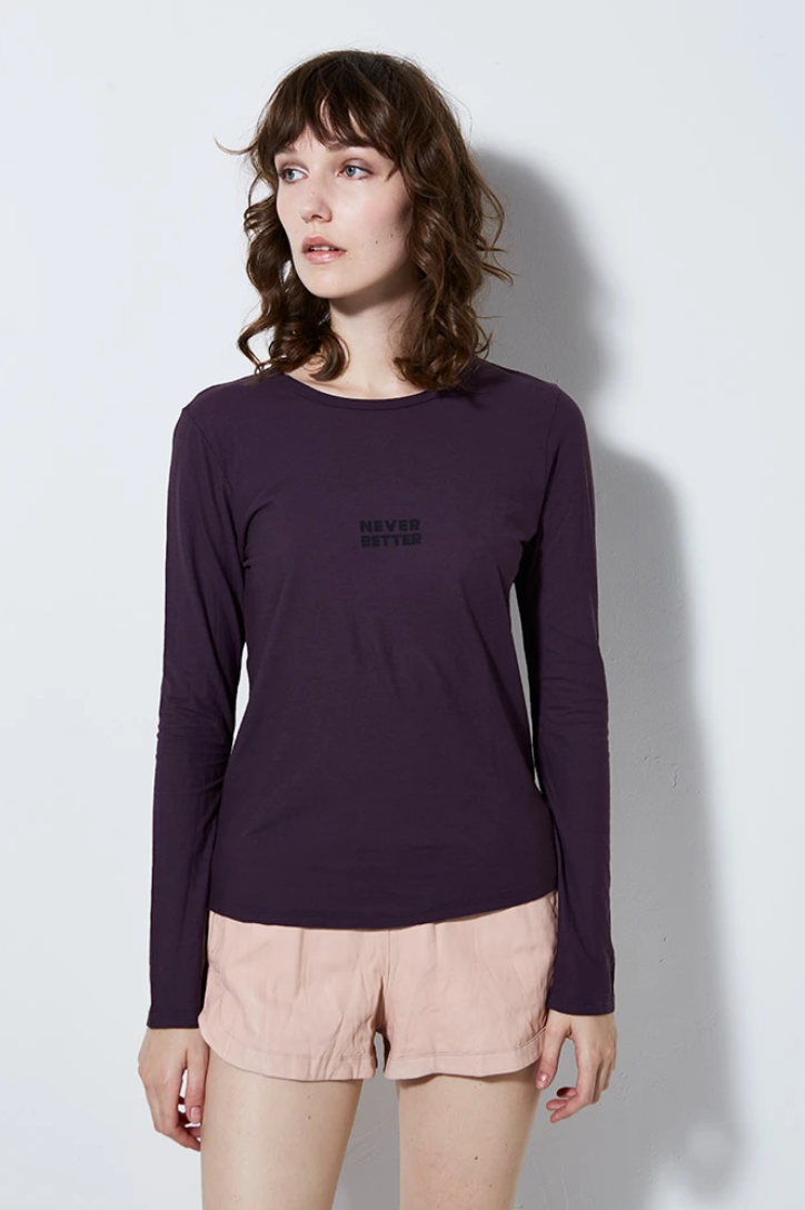 GRAPHIC TEE NEVER BETTER LONG SLEEVE, EGGPLANT
