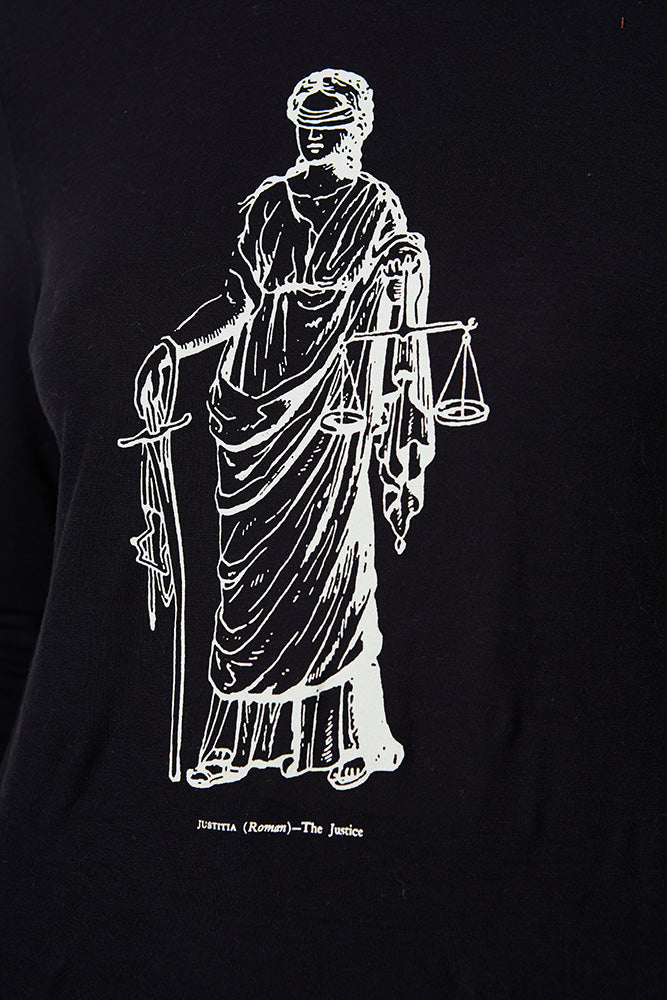 GRAPHIC TEE LADY JUSTICE LONG SLEEVE, BLACK