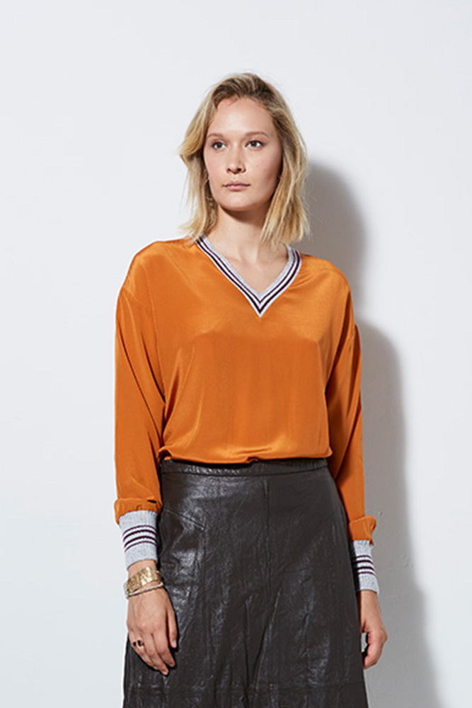 LUCID VNECK TOP WITH BAND, PUMPKIN
