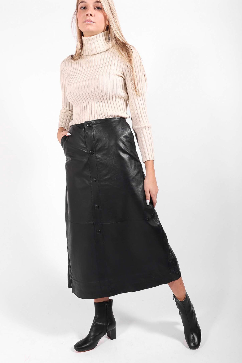 Stand Studio - Nata Skirt (Black)