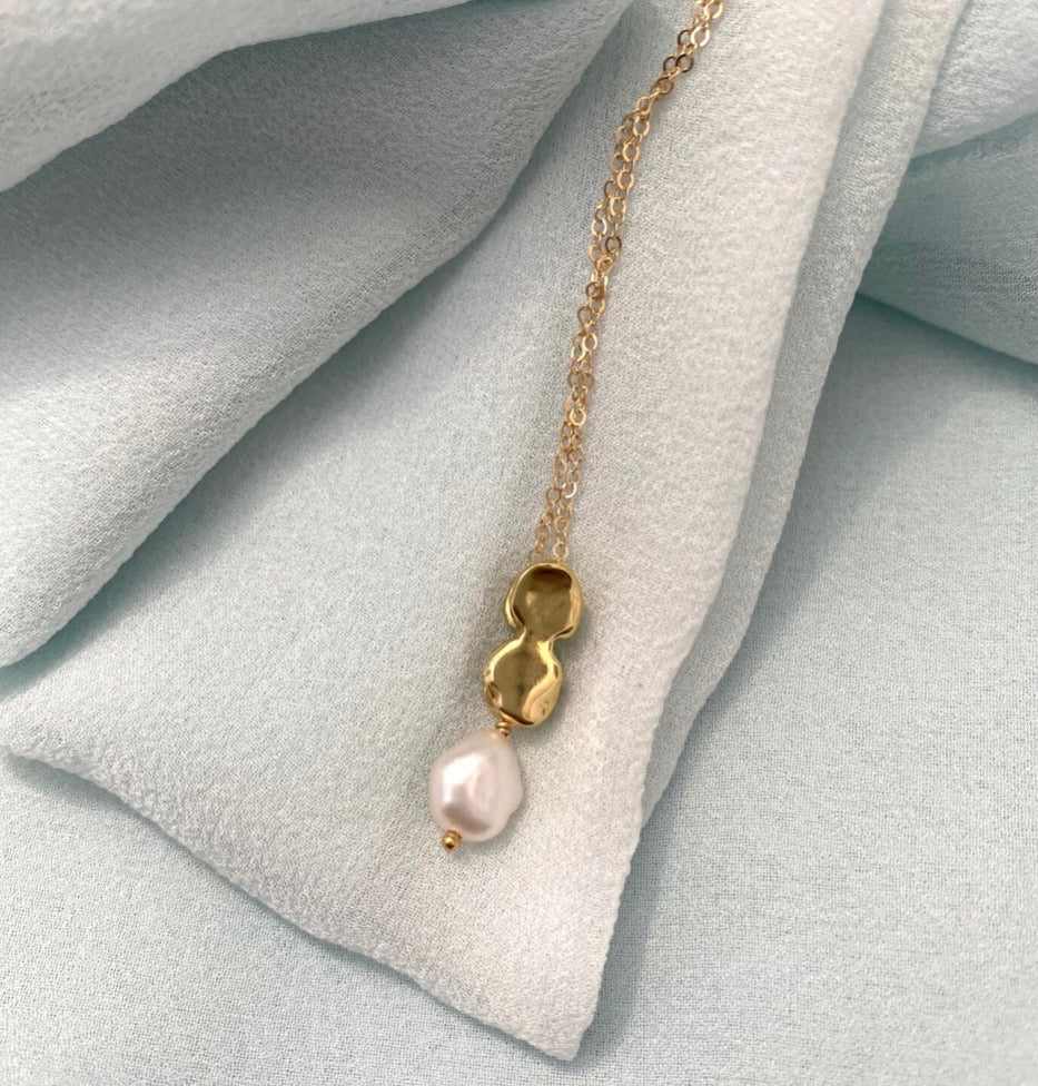 Goldeluxe Jewelry - Brass Allegory Necklace (Pearl)