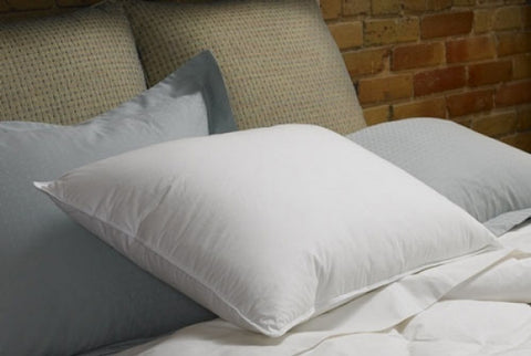 PrimaSera™ Down Alternative Pillow