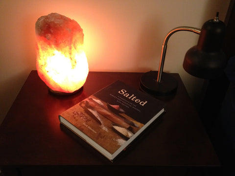 Himlayan Salt Lamp in Bedroom