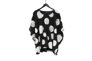 Moyuru Black & White Circle Scribble Top