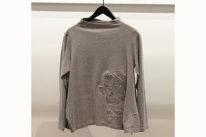 JI-U Grey Flower Appliqué Top
