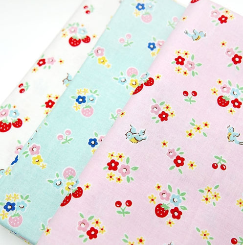 Bluebirds on roses fat quarter bundle - Floral