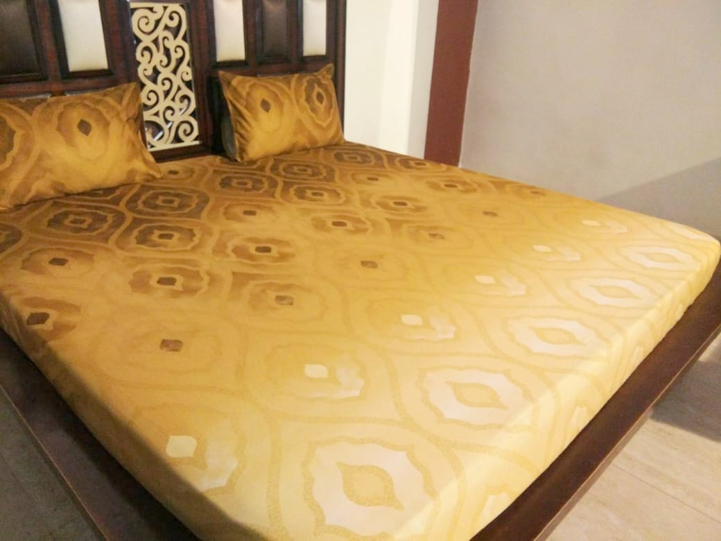 Golden Wave Pattern Fitted BedSheet