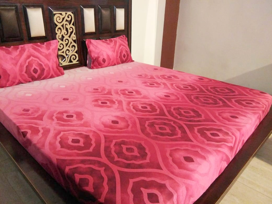 Deep Red Wave Pattern Fitted BedSheet
