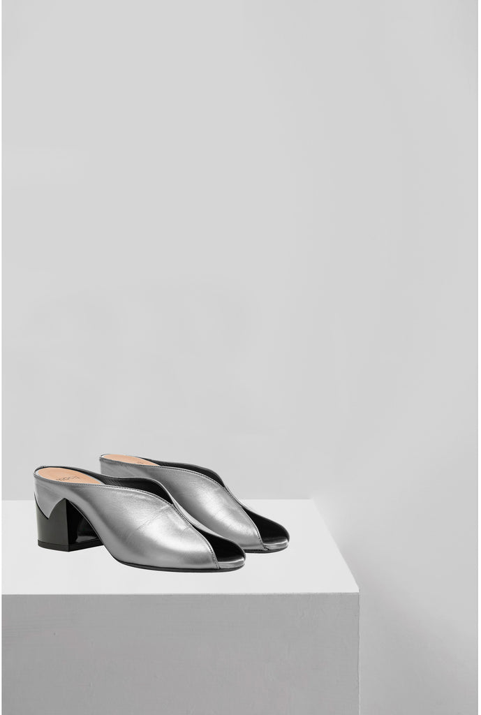 The metallic Paris mule