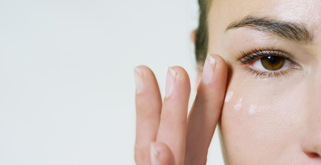 Customer reviews suggest this eye cream does what it says and compliment customer service