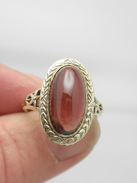 Antique Oval Cabochon Garnet Ring 15K