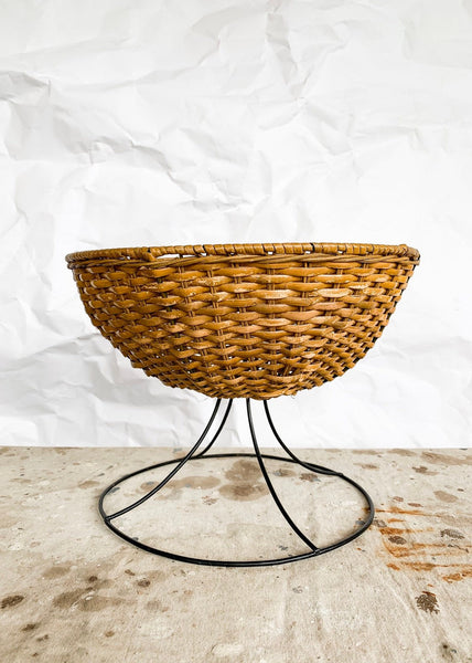 Umanoff Style Wire Base Fruit Basket