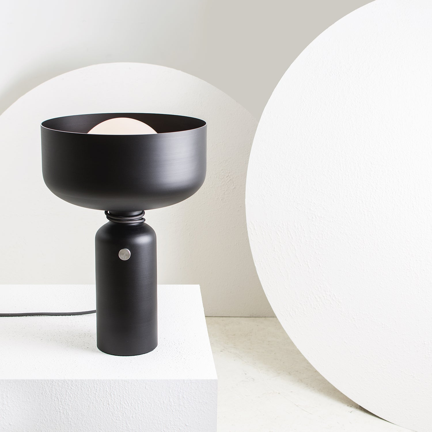 Spotlight Volumes Table Light
