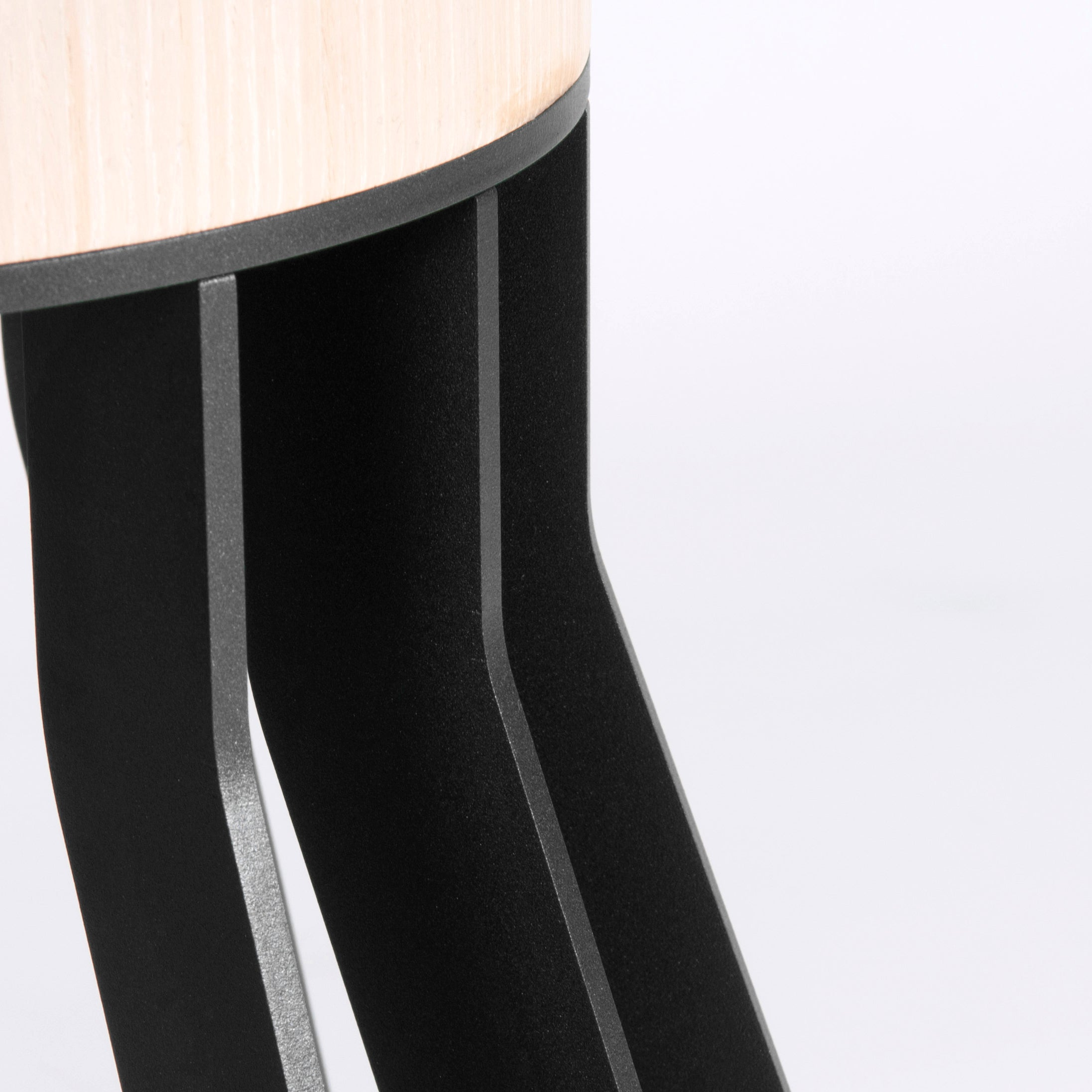 Mewoma Dining Table