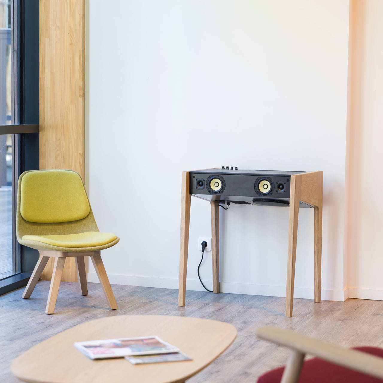 LD 130 Hi-Fi Soundsystem + Laptop Desk