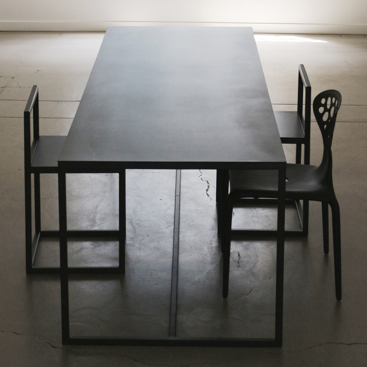 Supermetal Table
