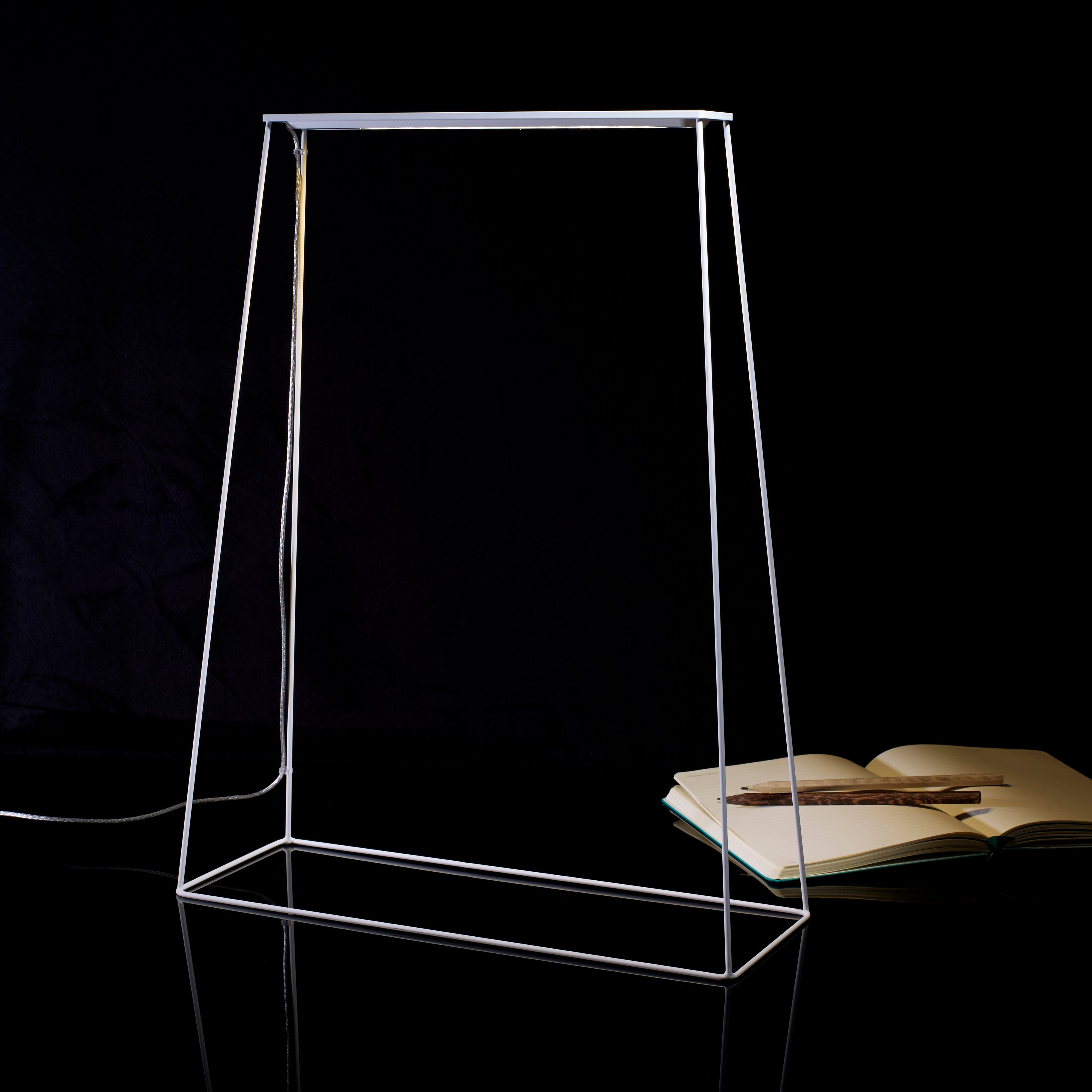 Fine400 Table Lamp