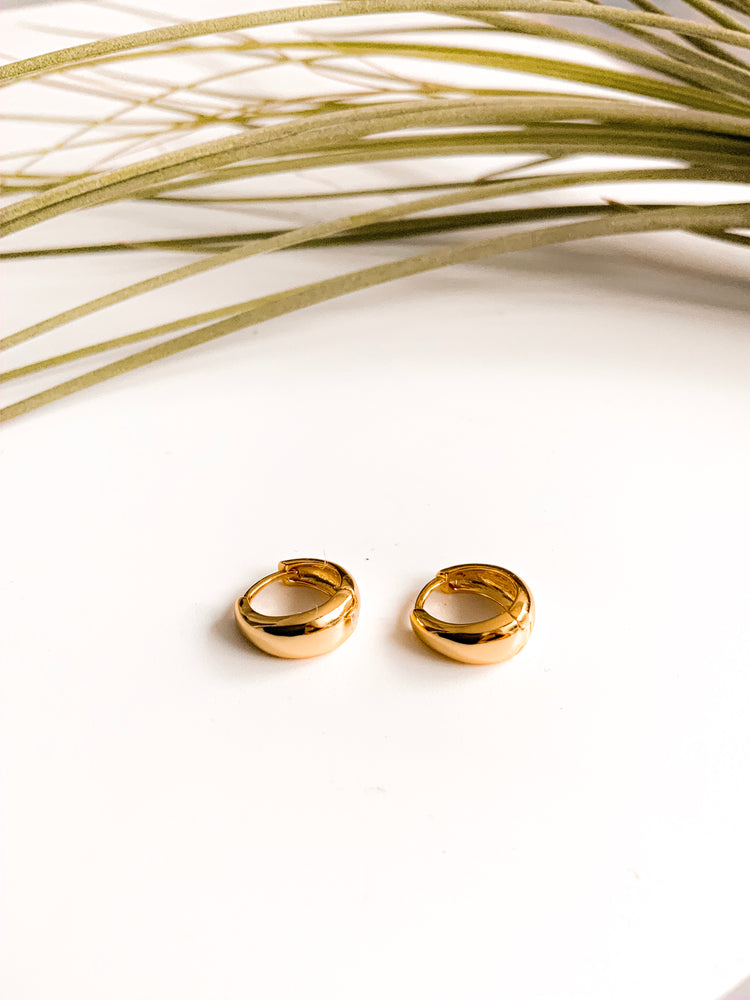 Lille mini Huggie Hoop Earrings in Gold