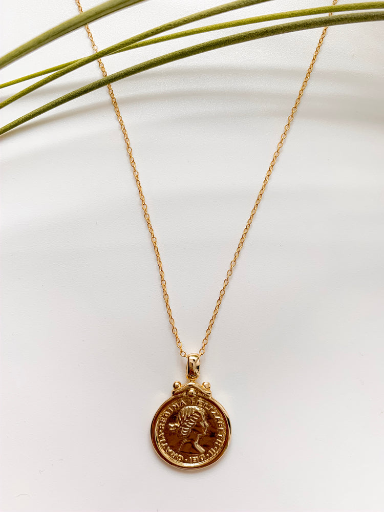 Patras Pendant Necklace in Gold