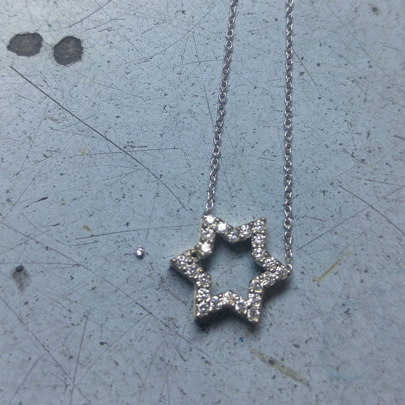 setting diamond in jewish star necklace