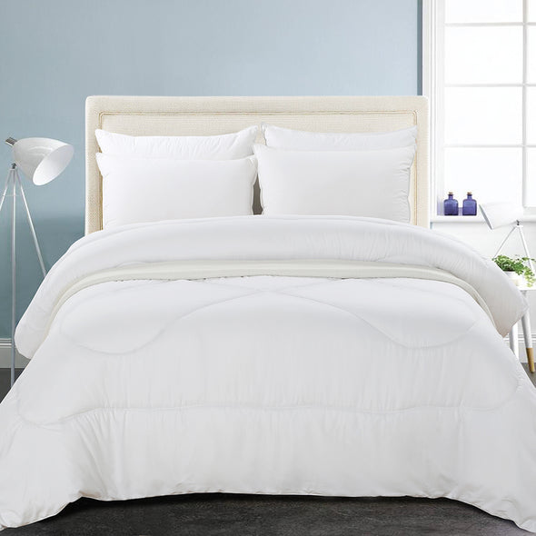 vaulia Medium Weight Hypoallergenic Down-alternative Comforter