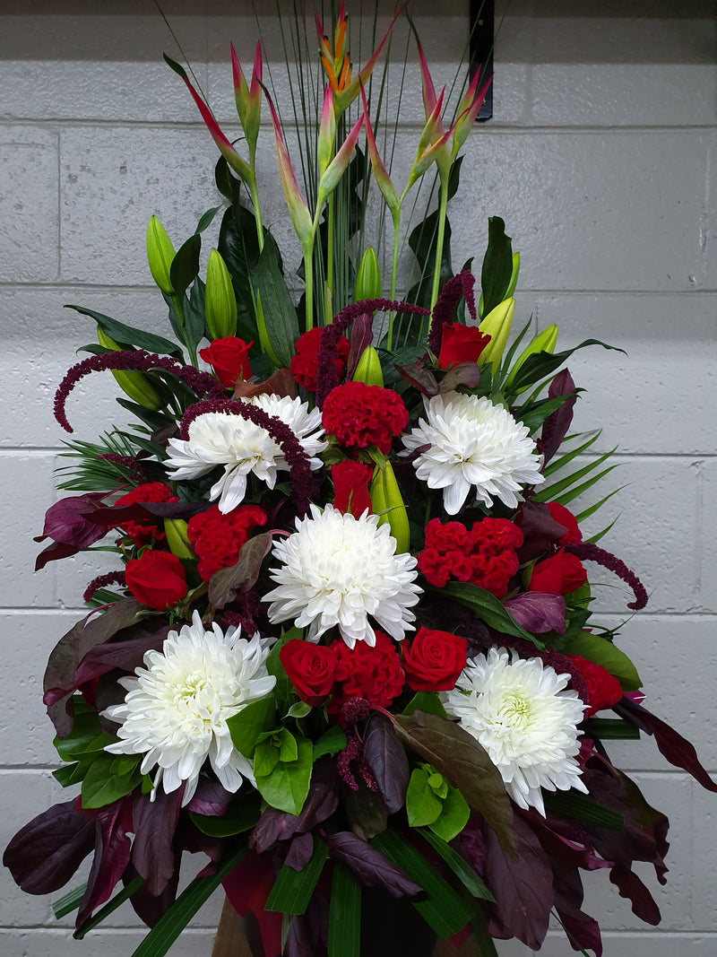 IMAGE #C9# RED AND WHITE CHRISTMAS ARRANGEMENT