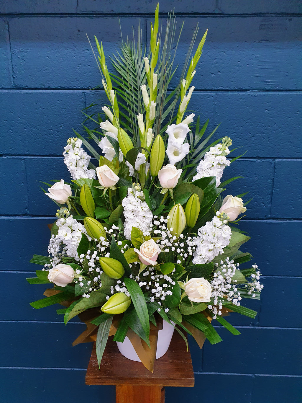 #46#  WHITE  ARRANGEMENT