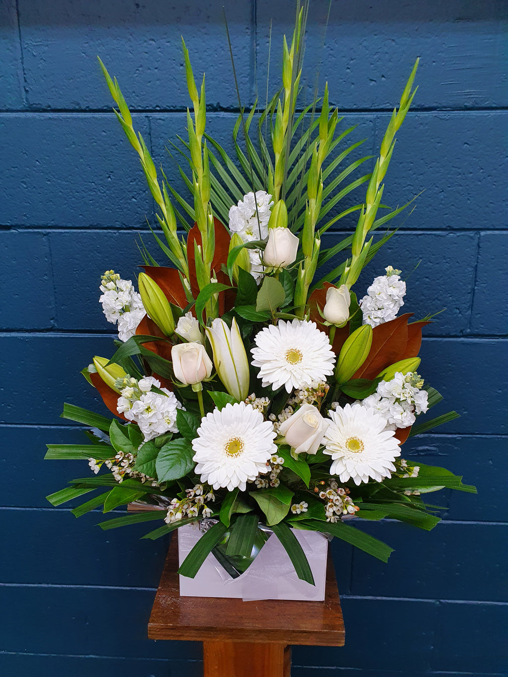 #49# WHITE BOXED ARRANGEMENT