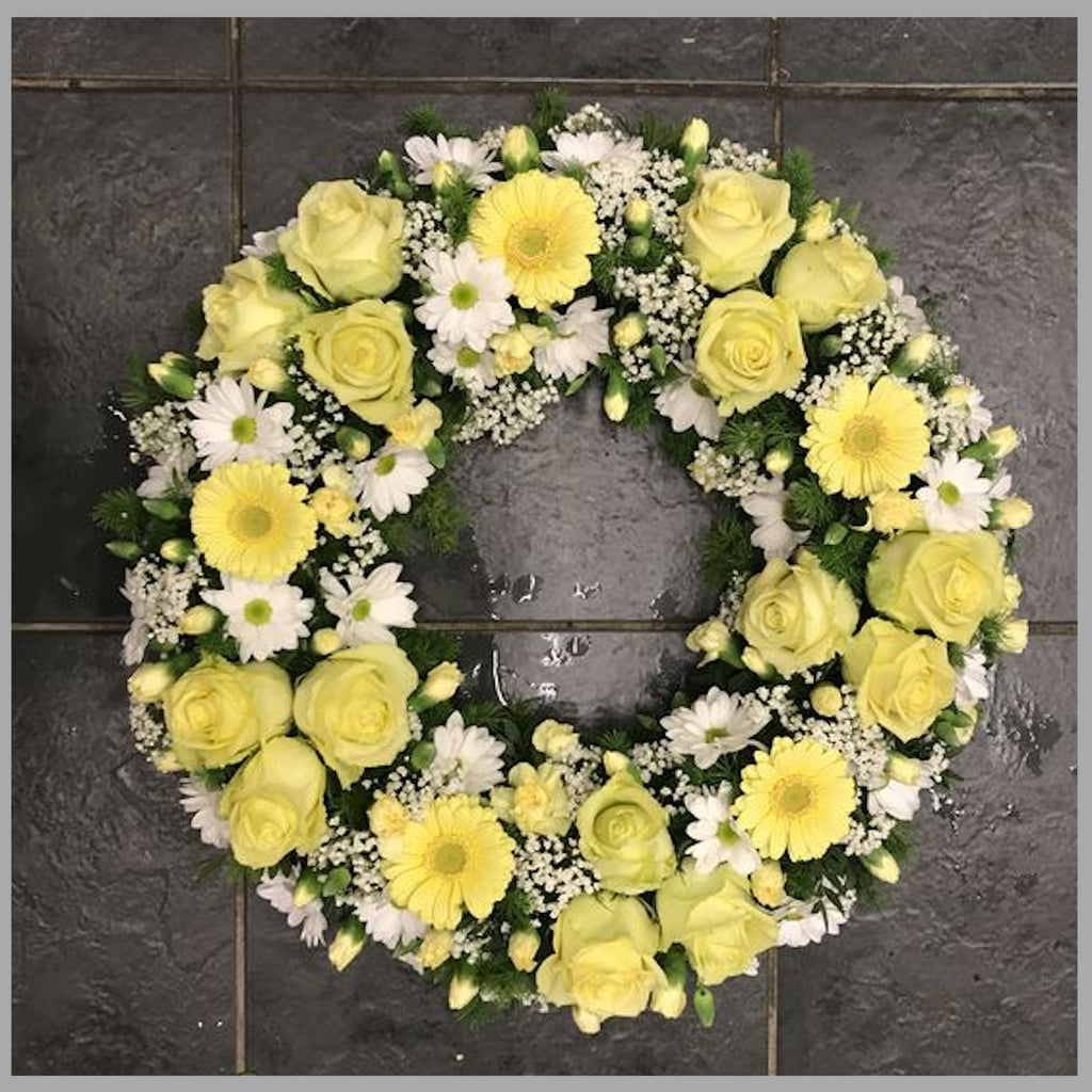 ROUND WREATH IN YELLOW AND WHITE