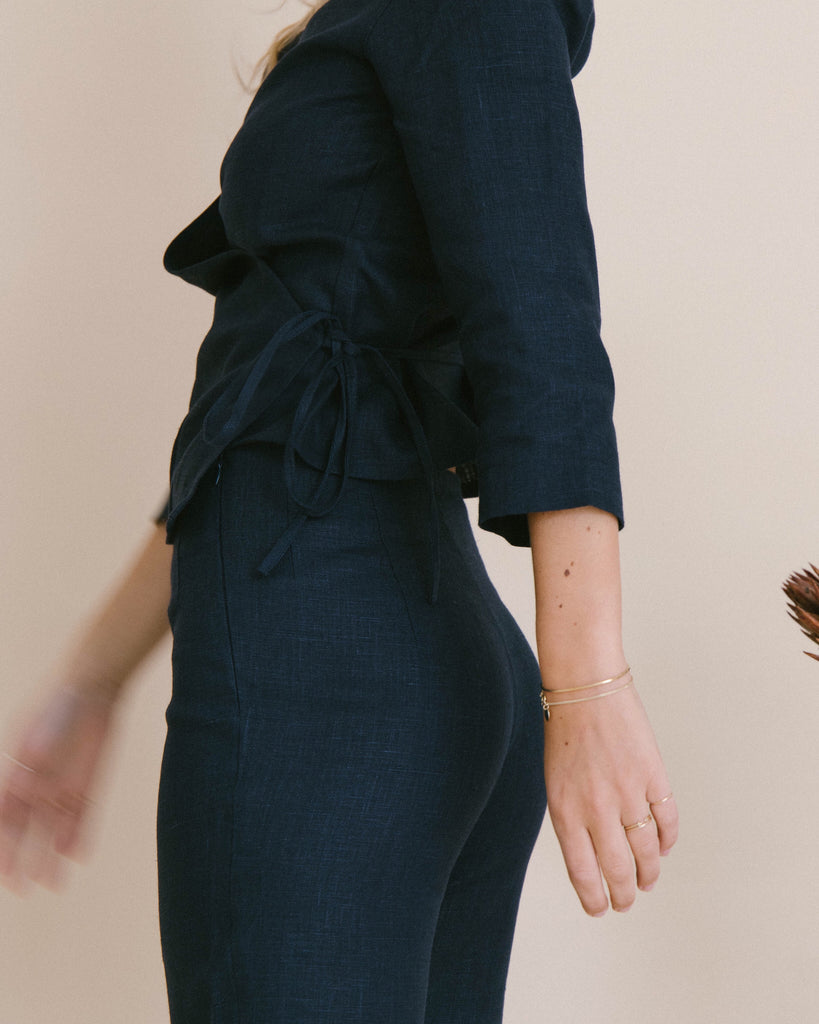 PALAVER NAVY LINEN WRAP TOP